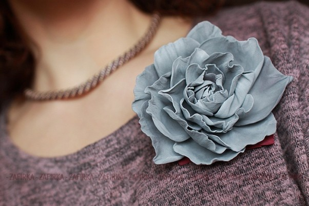 Роза-брошь