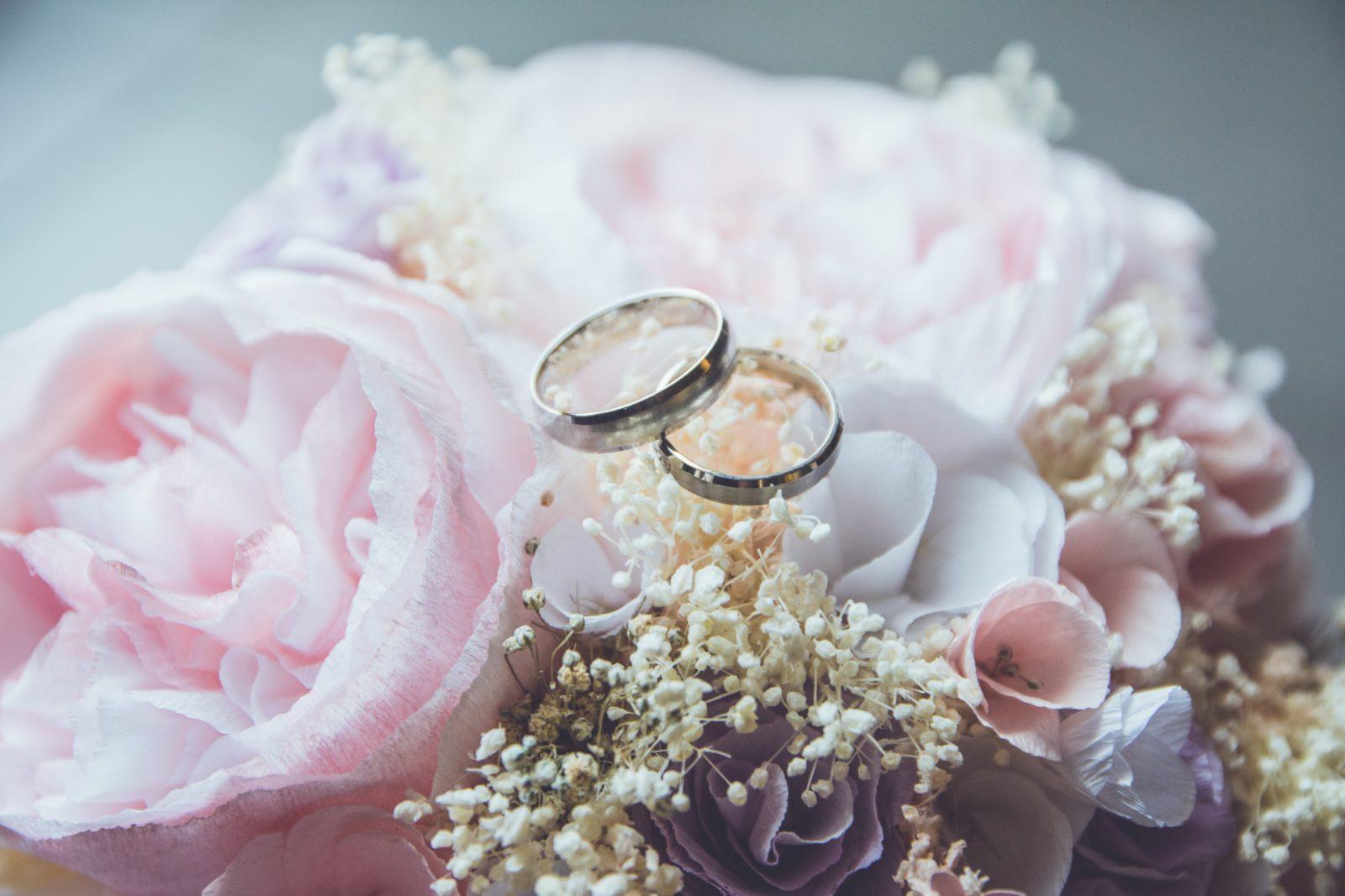 Букет невесты из гофроцветов и гипсофилы