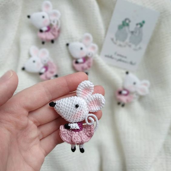 Мастер-класс по вязанию белой мышки