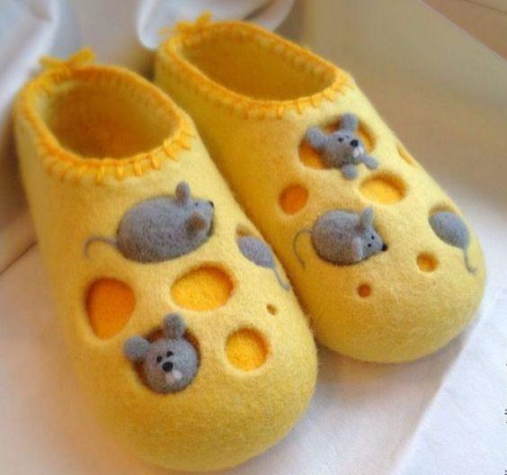 тапочки из желтой шерсти
