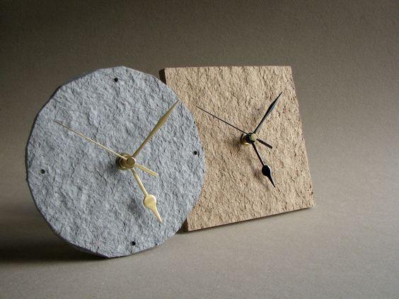 Часы из высохшего бумажного теста